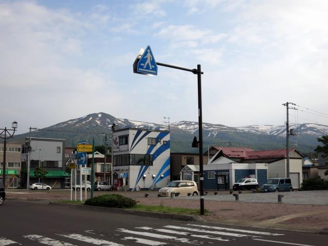 岩内市街からニセコ連峰を望む