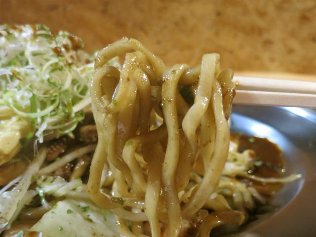 麺はモチモチの太麺