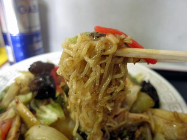 柔らか細麺、餡はほんのりカレー風味