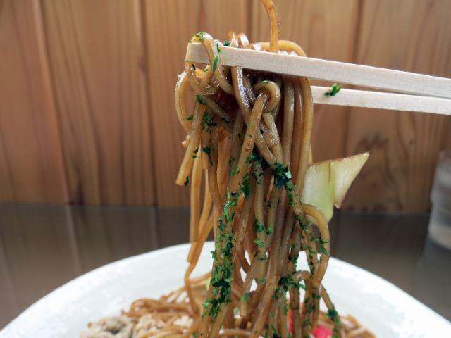 特長的な細麺が美味い!