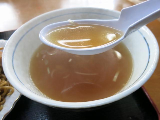 すっきりした味わいの鶏がら醤油スープ