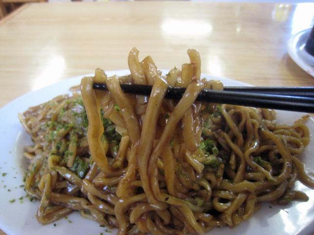 モチっとした太麺が美味