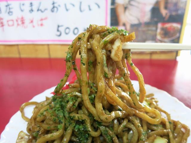 特徴的な太麺が美味しい