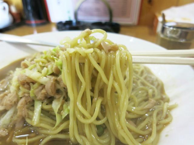 柔らか細麺に魚肉ソーセージ