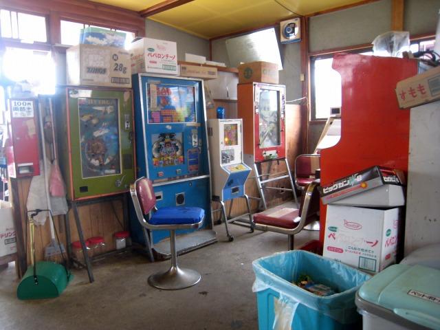 店内には懐かしいコインゲーム機が一杯