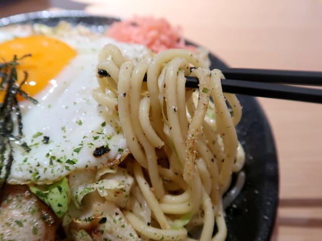 モチモチ・シコシコの太麺が美味い