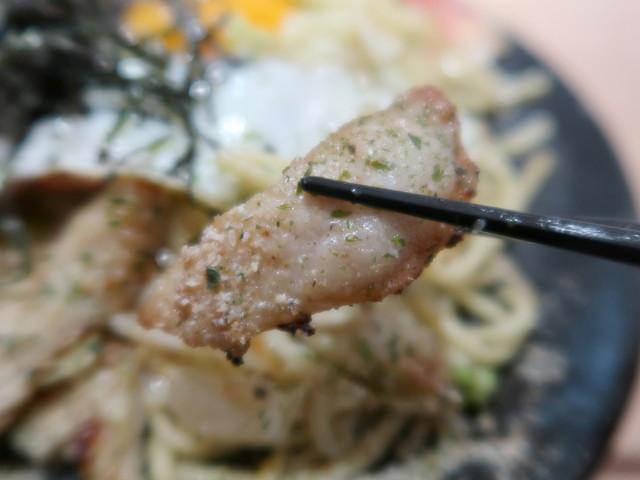 カリカリに焼かれた豚トロが美味い