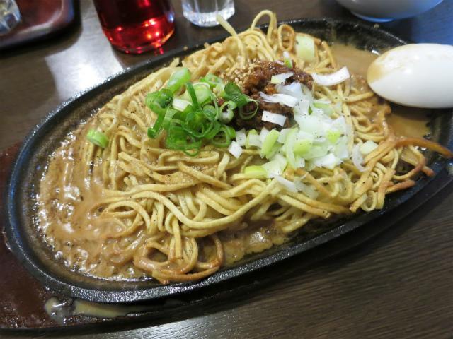 焼・担々麺 800円