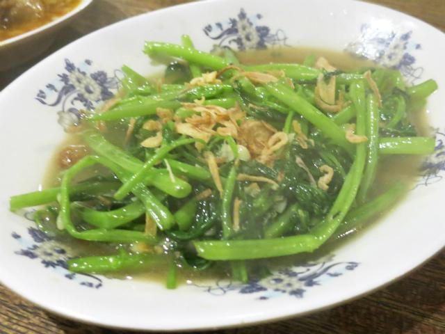 季節の青菜のニンニク炒め 680円