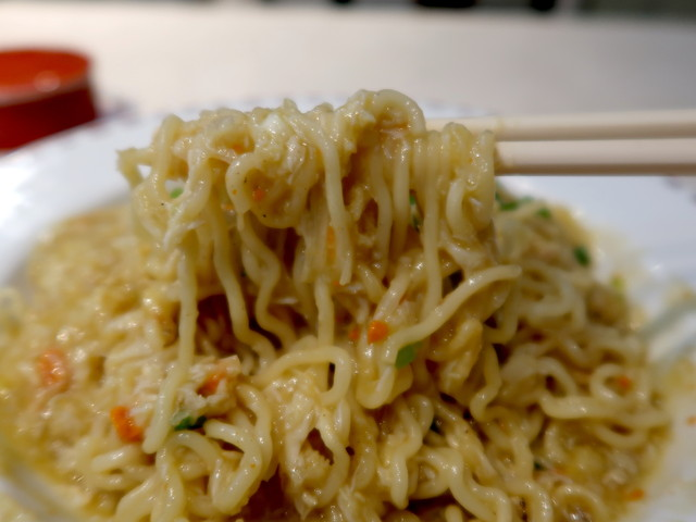 麺に餡を絡めれば芳醇な蟹の風味が