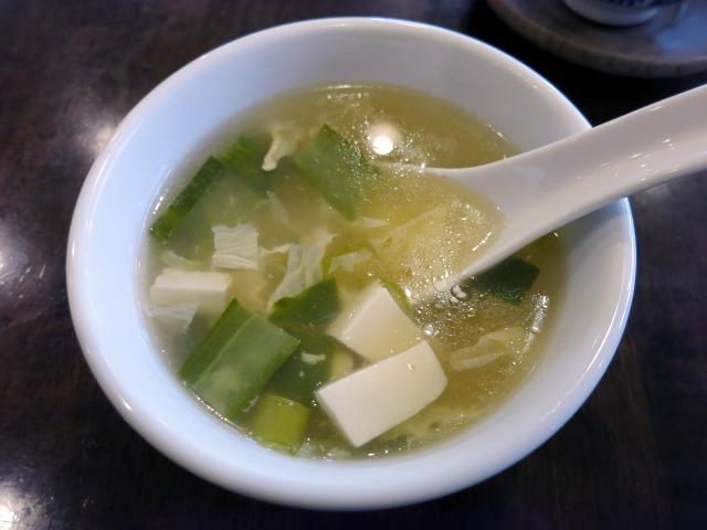 ランチはスープがセルフサービスで付きます