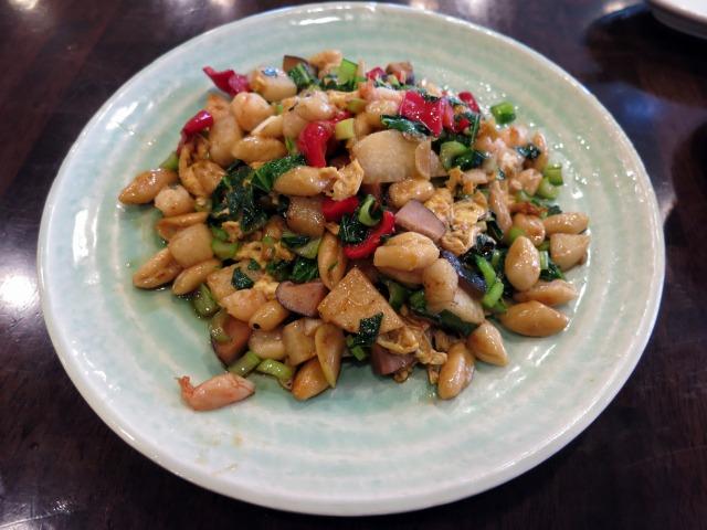 炒猫耳朶(猫の耳の形をした手打ち麺の炒め) 1550円