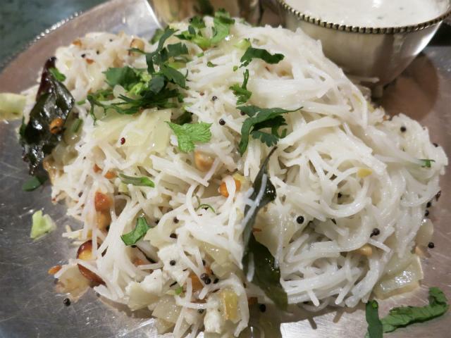 インド風焼ビーフンはココナツミルク味
