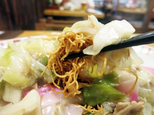カリカリ麺に金蝶ソース、本場の味!
