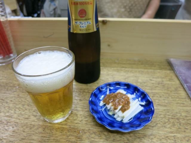 プレミアムモルツの小瓶とお通しの白髪葱