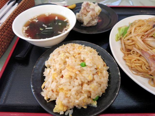 チャーハン、スープ、焼売が付いて780円!