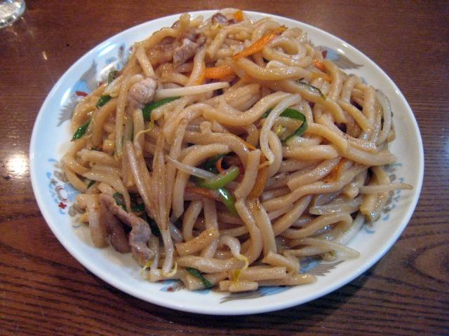やきそば(太麺・しょうゆ味) 500円