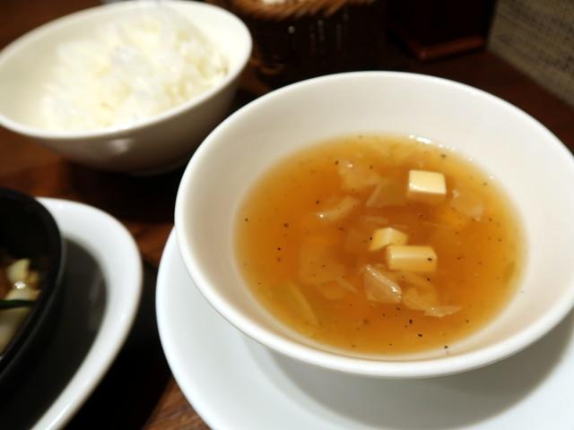 キャベツと豆腐の黒胡椒スープ