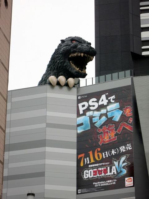 新宿東宝ビルのランドマーク・ゴジラ!