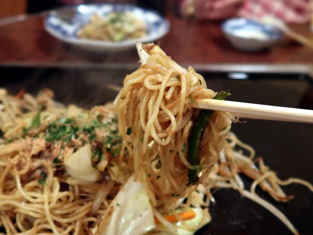 東京ならではの細い蒸し麺も良いものだ