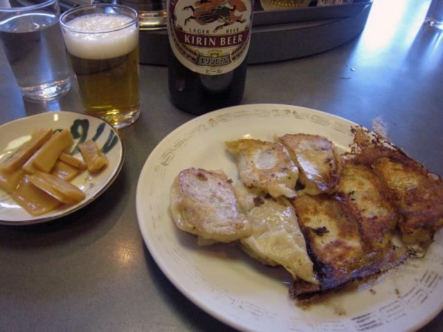 焼餃子250円+瓶ビール500円