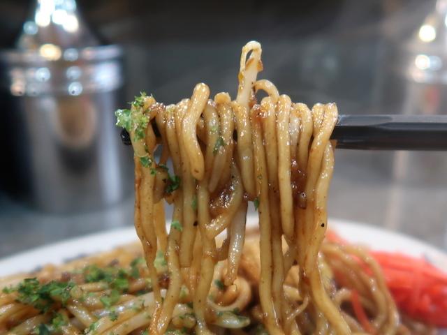 もちもちの太麺にシンプルな具