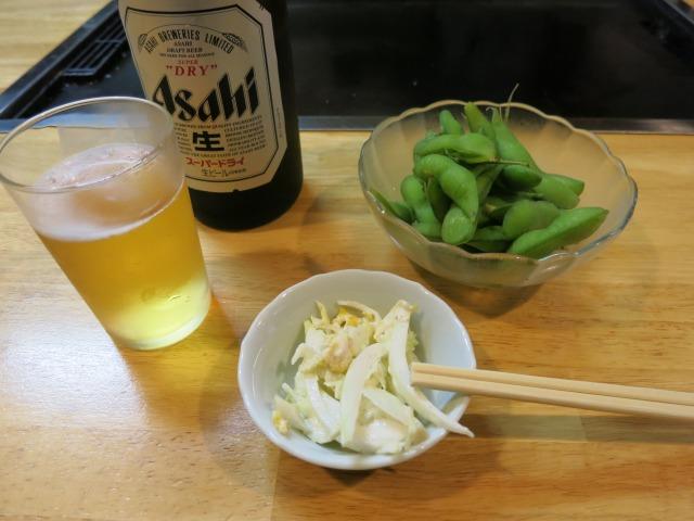 瓶ビール(600円)と枝豆(400円)