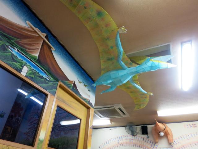 壁も天井も恐竜だらけ