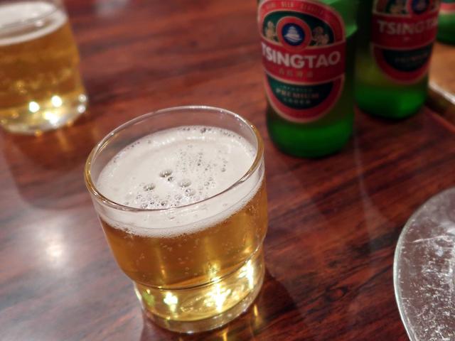 まずは青島ビールで乾杯