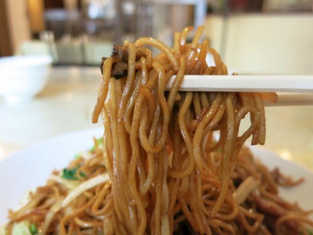 ゴワゴワの細蒸し麺が美味しい