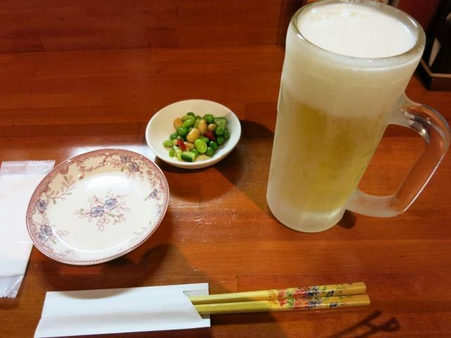 生ビール(450円)とお通しの豆豆