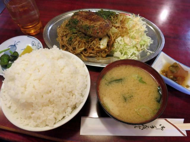 ハンバーグ焼きそば定食(980円)