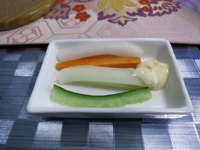 野菜スティックサラダも良い箸休め