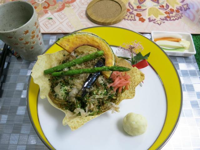 ランチ ソース焼きそば並盛+季節の野菜素揚げ(780円)