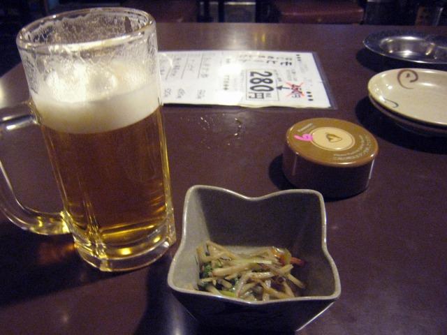 生ビール(180円)とお通し(300円)