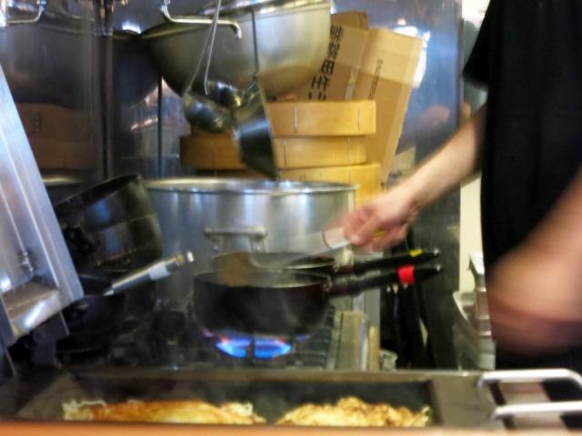 厨房での調理の様子