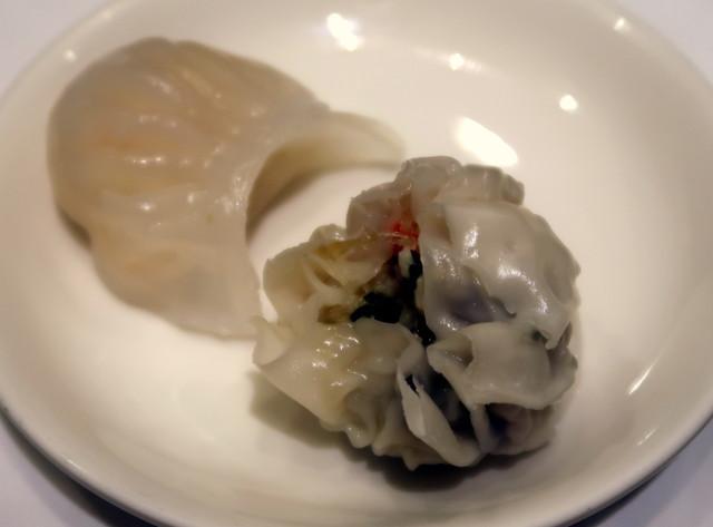 蟹肉とフカヒレの包み蒸し 2個440円