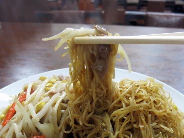 極細麺にシンプルな味わいの餡が絡む