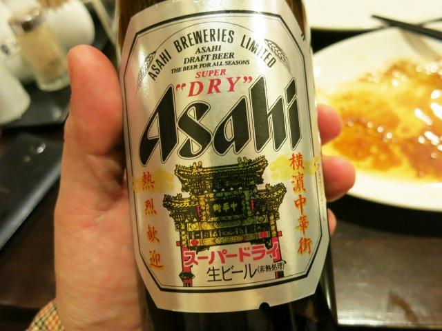 瓶ビールは春節記念のオリジナルラベルだった