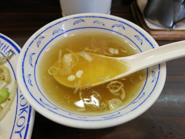 スープは薄味、さっぱり風味