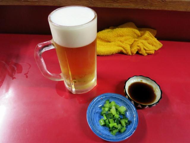 生ビール(中・570円)とお通し