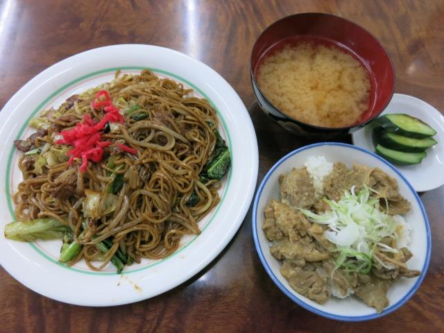 焼そば モツ丼(小)セット 850円