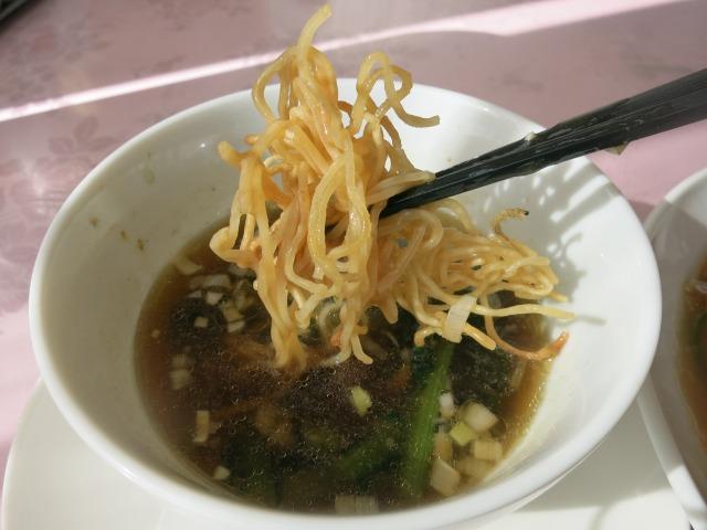 スープに浸してつけ麺風にも
