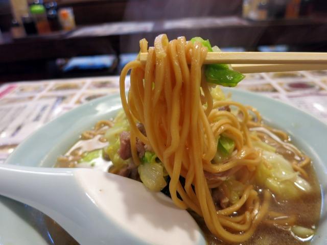 特徴的な太い蒸し麺が美味い