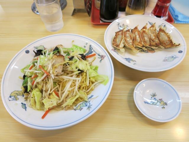 チャーメン(炒めそば)+焼ぎょうざ