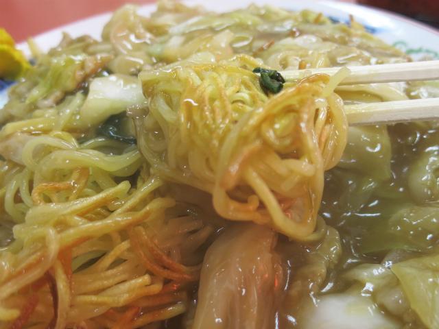 カリッと焼き上げた細麺