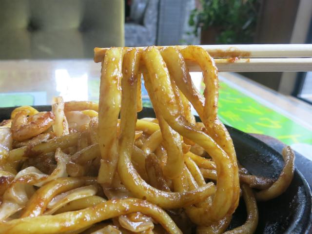 うどん並の太さの茹で麺