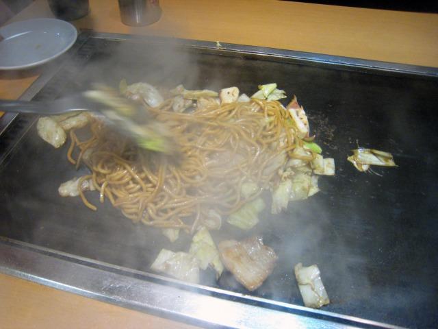 たまご麺も調理手順も一種独特