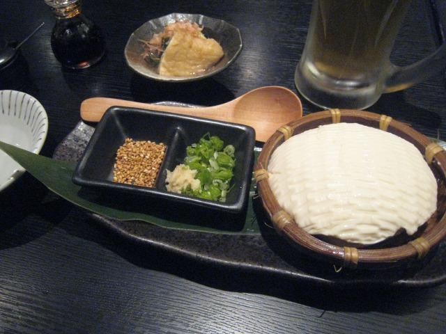 生ビール(中・450円)とざる豆腐(550円)
