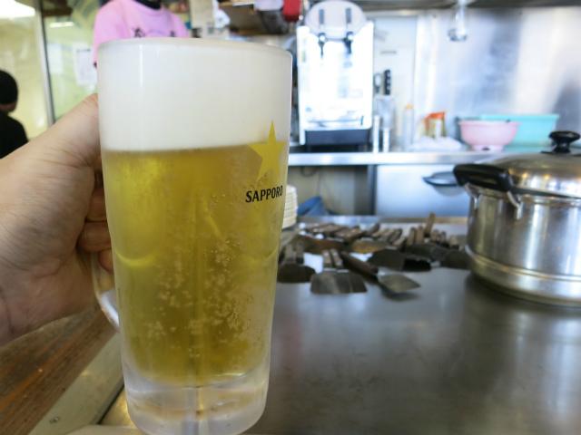 生ビール(500円)をグビグビ